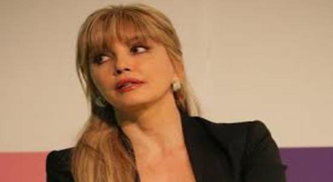 Milly Carlucci parla della morte del padre e fa una confessione shock sulla sua malattia