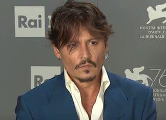 Winona Ryder si presenta in difesa dell'ex-Johnny Depp La Ryder, è stata fidanzata con Depp per quattro anni.