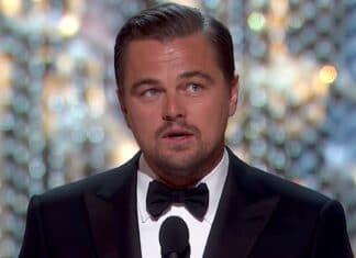 Leonardo DiCaprio aiuta un turista smarrito a New York Aveva uno zaino legato durante la sua gita in città, poiché il turista non sembrava riconoscere l'utile celebrità.