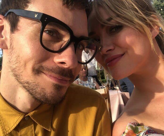 Hilary Duff condivide foto carine Duff e la sua famiglia si stanno autoisolando a casa, mentre la pandemia di coronavirus prende piede.