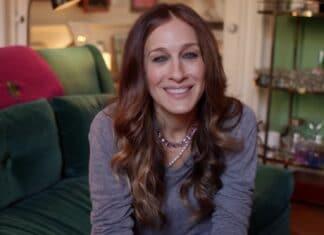 Sarah Jessica Parker sempre fashion a NY Broderick è stato visto anche con gli occhiali da sole mentre chiacchierava con la moglie e altri prima del segmento delle interviste.